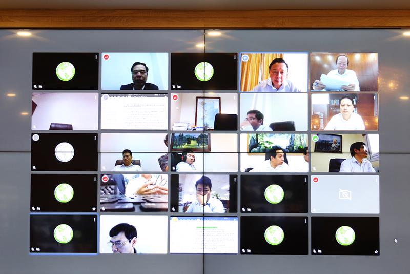 Một cuộc họp trực tuyến của Bộ Tài nguyên và Môi trường.
