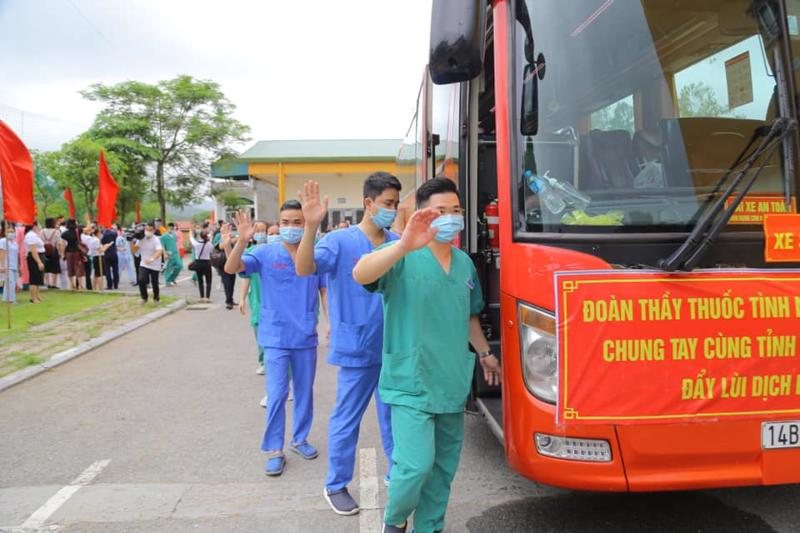 200 bác sỹ tình nguyện Quảng Ninh sang hỗ trợ Bắc Giang chống dịch Covid-19.