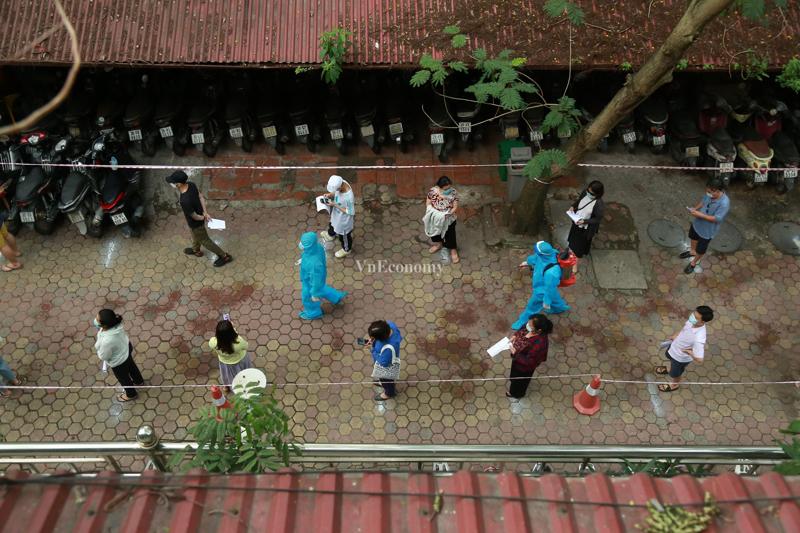 Hà Nội khẩn cấp lấy mẫu xét nghiệm cho hơn 5.000 người dân từng đi Đà Nẵng về.