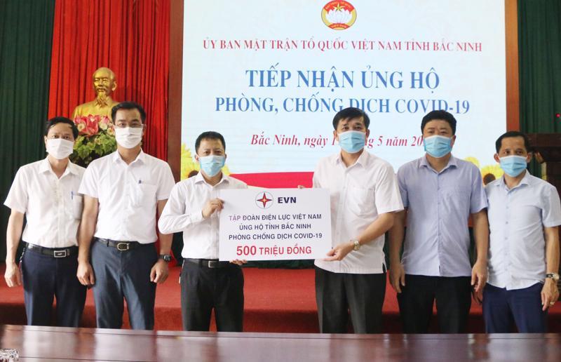 EVN ủng hộ 500 triệu đồng hỗ trợ Bắc Ninh phòng chống dịch Covid-19.