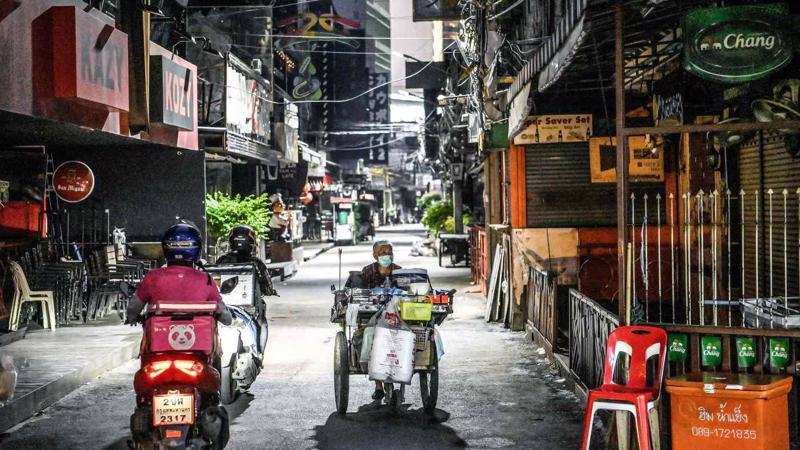 Một khu phố du lịch nổi tiếng ở Bangkok trong tình trạng phong toả hôm 5/5 - Ảnh: AP/Nikkei.