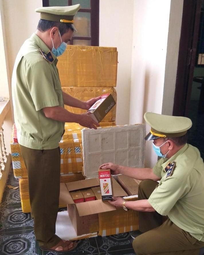 Đội quản lý thị trường tỉnh Bắc Ninh bắt giữ rượu lậu.