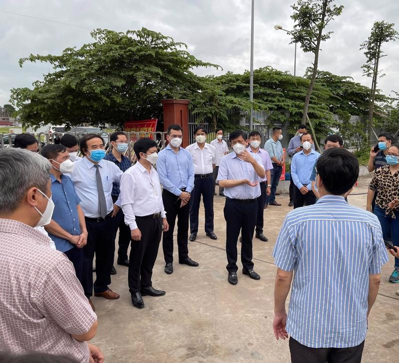 Đoàn công tác của Bộ y tế kiểm tra, chỉ đạo công tác chống dịch Covid-19 tại Bắc Giang.