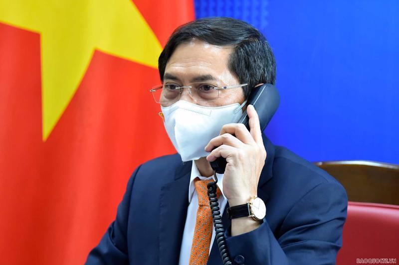 Bộ trưởng Ngoại giao Bùi Thanh Sơn điện đàm với Phó Thủ tướng, Bộ trưởng Ngoại giao Thái Lan Don Pramudwinai. (Ảnh: Tuấn Anh).