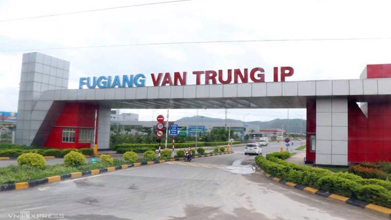 Trước khi đi đến quyết định tạm dừng hoạt động bốn trong sáu khu công nghiệp, tỉnh đã họp với các doanh nghiệp.