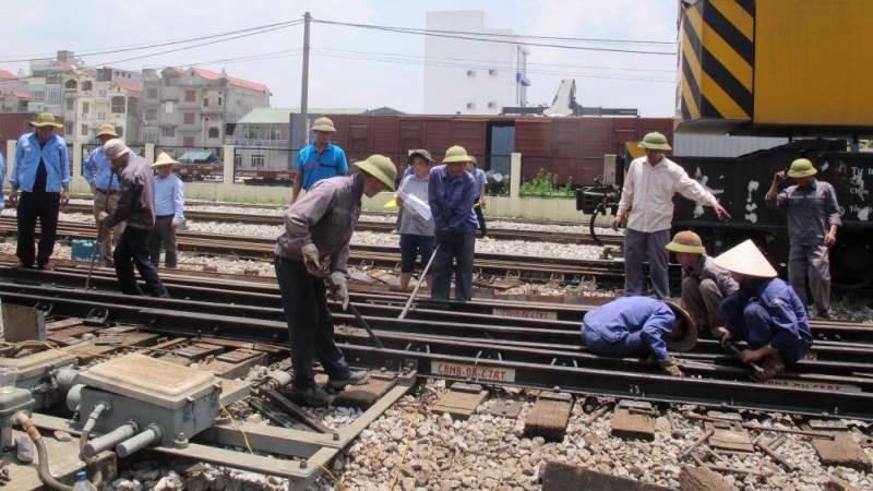 Chậm giải ngân vốn bảo trì, cuộc sống của hàng nghìn lao động ngành đường sắt bị ảnh hưởng.