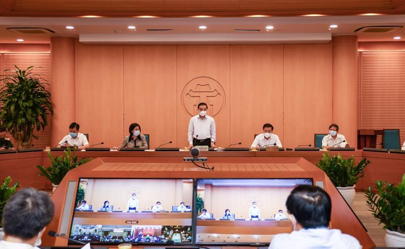 Chủ tịch Ủy ban nhân dân thành phố Hà Nội Chu Ngọc Anh phát biểu tại cuộc họp.