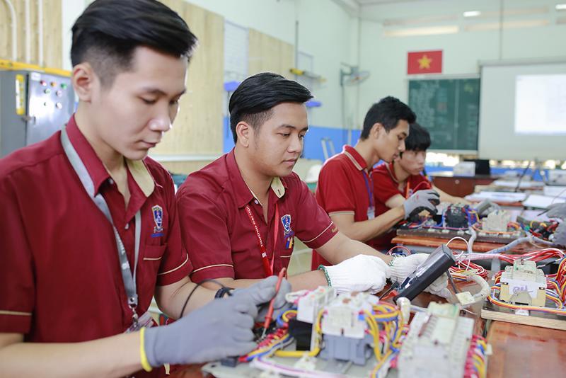 Sự gắn kết giữa nhà trường với các doanh nghiệp sẽ tạo ra được nguồn nhân lực giỏi, có chất lượng và gắn liền với thực tế.