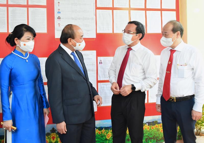 Chủ tịch nước Nguyễn Xuân Phúc tham gia bầu cử tại khu vực bỏ phiếu số 41 (thị trấn Củ Chi).