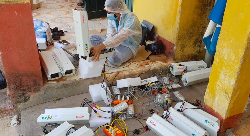 Trong vòng 7 ngày, tập đoàn này đã hoàn thành lắp đặt và kết nối tích hợp 3.000 camera giám sát tại các khu vực cách ly thuộc các tỉnh phía Bắc.