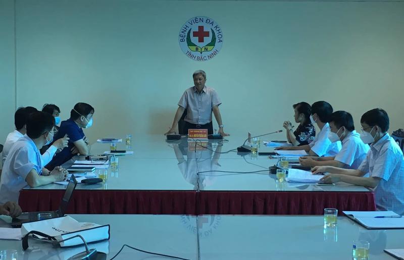 Thứ trưởng Bộ Y tế Nguyễn Trường Sơn phát biểu tại buổi làm việc với Bệnh viện Đa khoa tỉnh Bắc Ninh.