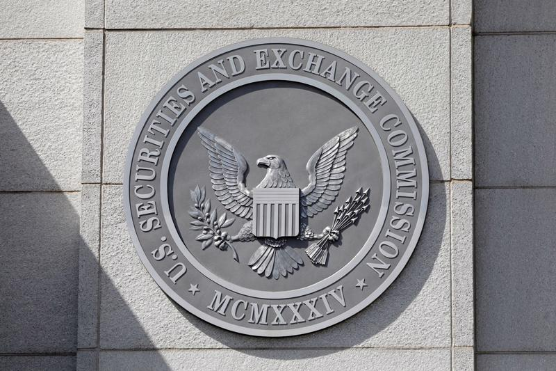 Khoản thưởng cho thấy cam kết liên tục của SEC trong việc khen thưởng cho những người tố cáo - Ảnh: Reuters