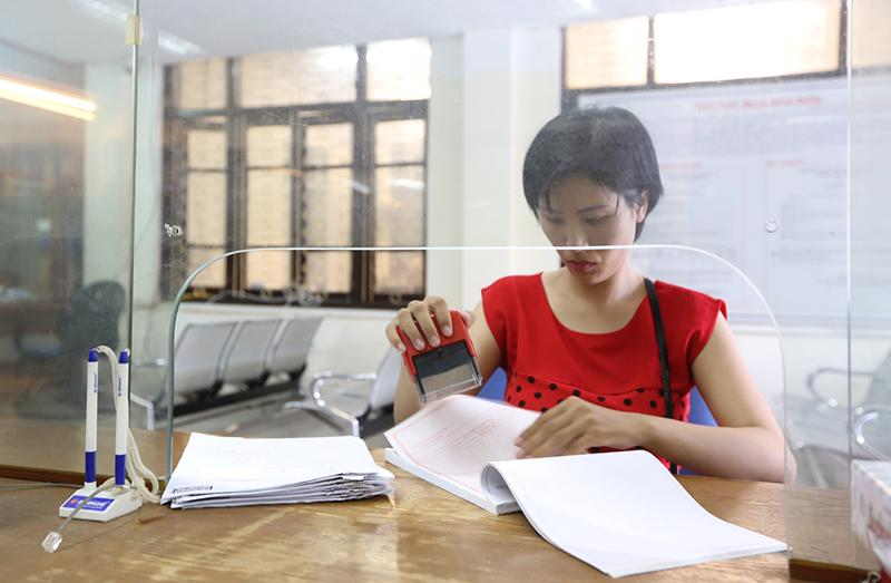Xu hướng chuyển từ hoá đơn giấy sang hoá đơn điện tử.