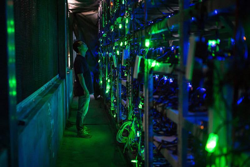 Trong một mỏ Bitcoin ở Trung Quốc - Ảnh: Getty/CNBC.