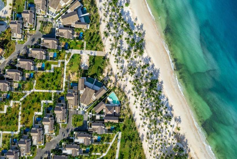 Đây là khu nghỉ dưỡng toàn villa sang trọng bên bờ biển với thiết kế ấn tượng.