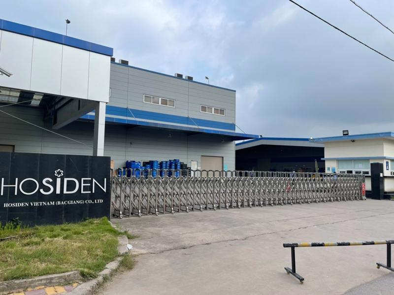 Công ty Hosiden tại Khu công nghiệp Quang Châu tạm ngừng hoạt động do ghi nhận nhiều ca nhiễm Covid-19 là công nhân. Ảnh - Đình Anh.