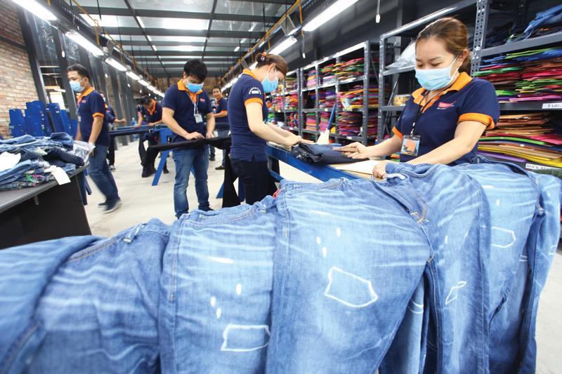 Dịch Covid-19 trên thế giới khiến cho doanh thu xuất của ngành dệt may khẩu sụt giảm.
