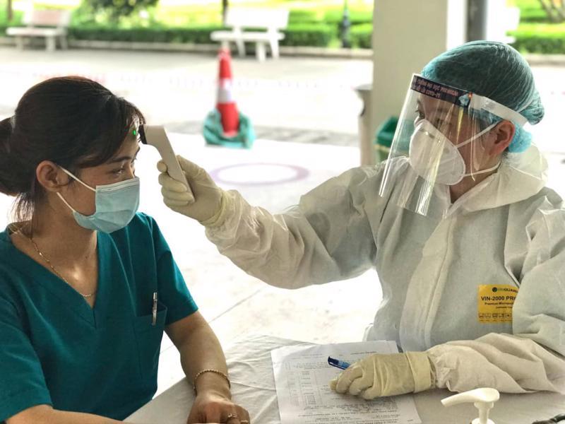 Tiêm vaccine cho công nhân Khu công nghiệp Đình Trám, Bắc Giang. Ảnh - Đức Duy.