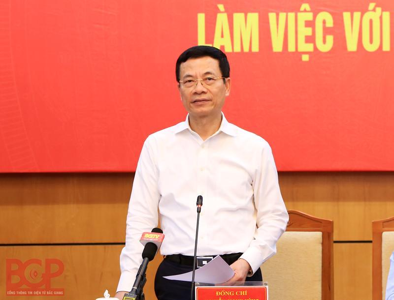 Bộ trưởng Bộ Thông tin và Truyền thông Nguyễn Mạnh Hùng phát biểu tại buổi làm việc với tỉnh Bắc Giang. Ảnh: Cổng TTĐT Bắc Giang.