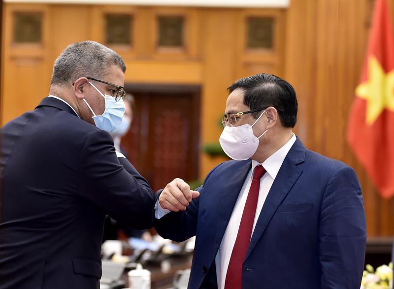 Thủ tướng Chính phủ Phạm Minh Chính và ông Alok Sharma, Bộ trưởng Chính phủ Anh, Chủ tịch Hội nghị lần thứ 26 các Bên tham gia Công ước khung của Liên Hợp Quốc về Biến đổi khí hậu (COP26)