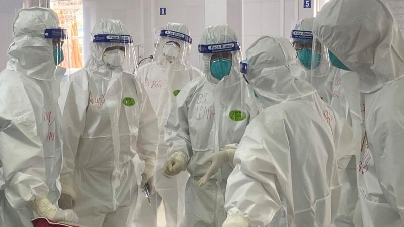 Cả nước đang tập trung tổng lực cho Bắc Giang, trong đó có sự chi viện từ BV Bạch Mai, BV Bệnh Nhiệt đới Trung ương…. Ảnh: Bệnh viện Chợ Rẫy cung cấp.