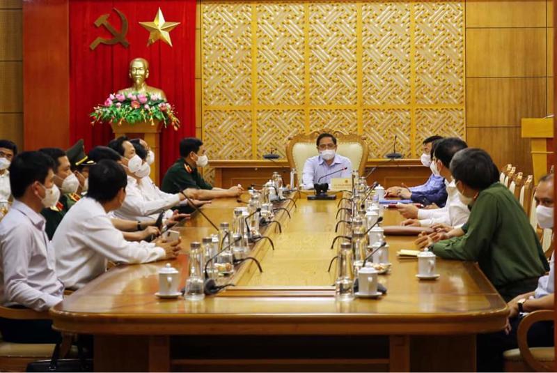 Thủ tướng Phạm Minh Chính cùng Phó Thủ tướng Lê Văn Thành và lãnh đạo các bộ, ngành đã đến Bắc Giang, trực tiếp nghe địa phương báo cáo tình hình vào chiều ngày 29/5.
