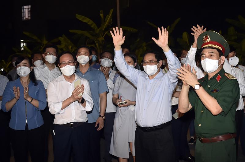 Thủ tướng Phạm Minh Chính trong chuyến làm việc, kiểm tra công tác phòng chống dịch tại Bắc Ninh - Ảnh: VGP.