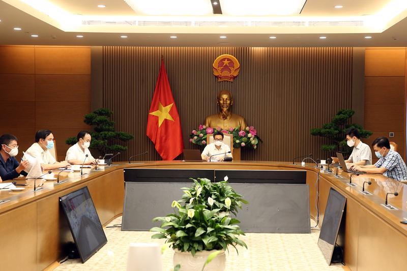 Phó Thủ tướng Vũ Đức Đam họp trực tuyến với tỉnh Bắc Giang chiều 31/5. Ảnh - VGP/Đình Nam.