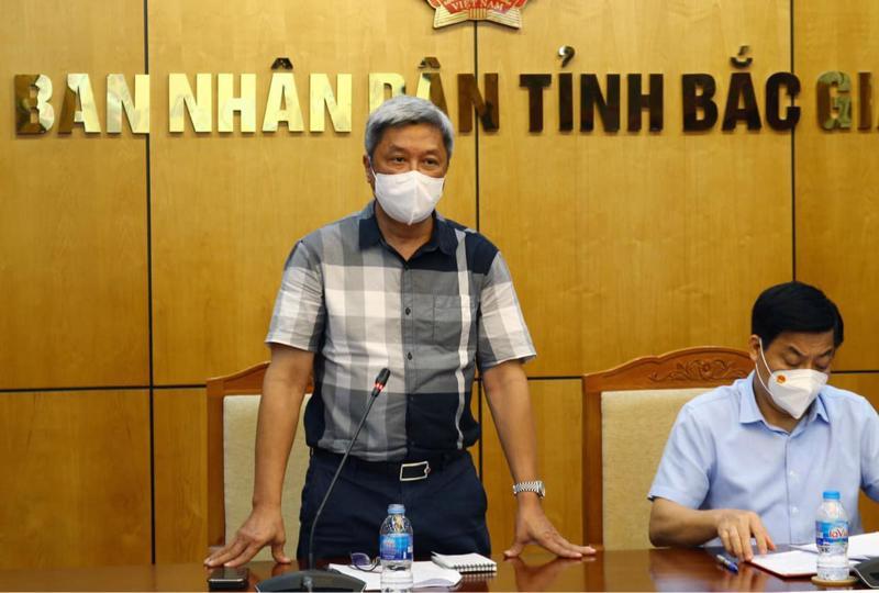 Thứ trưởng Bộ Y tế Nguyễn Trường Sơn làm việc với Ban Chỉ đạo phòng, chống dịch Covid-19 tỉnh Bắc Giang.