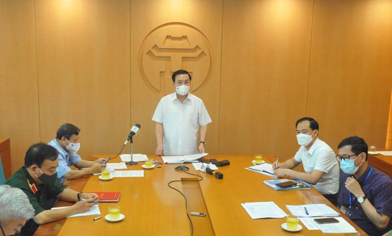 Phó Chủ tịch Ủy ban nhân dân thành phố Hà Nội Chử Xuân Dũng chủ trì phiên họp trực tuyến.