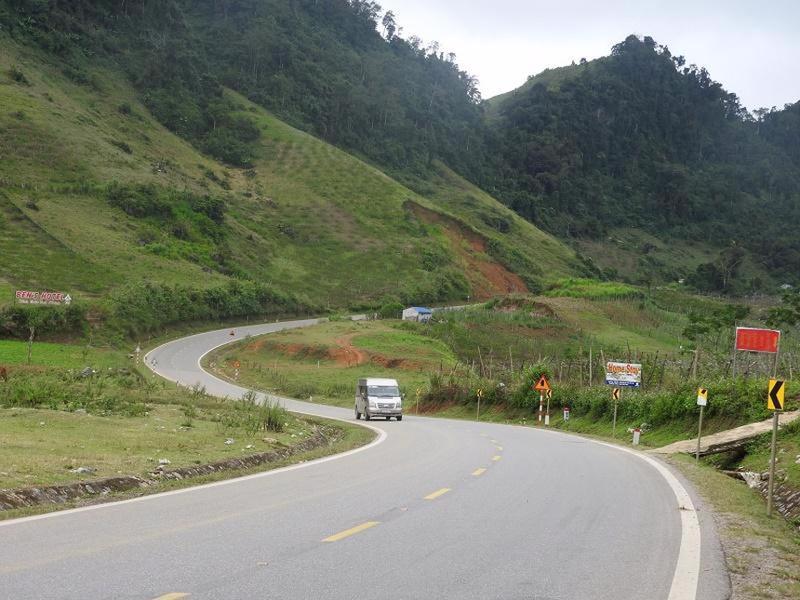 Một đoạn cua, dốc trên tuyến Quốc lộ 6 đoạn qua tỉnh Sơn La.
