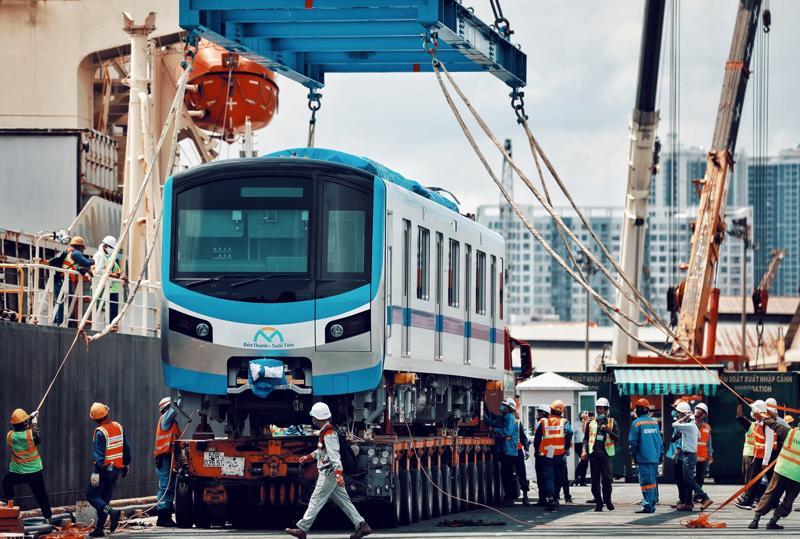 Ngày 10/5, tàu Kaisa chở đoàn tàu số 2 và số 3 của tuyến metro số 1 xuất bến từ Nhật Bản ngày 1/5 đã chính thức cập cảng Khánh Hội, quận 4, TP.HCM.