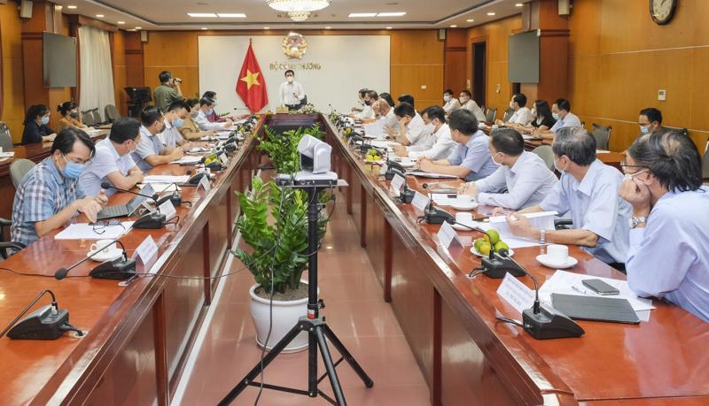 Bộ trưởng Nguyễn Hồng Diên làm việc với Cục Hóa chất.