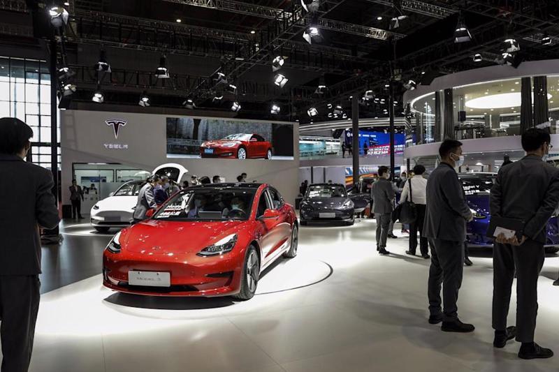 Một showroom của Tesla ở Trung Quốc - Ảnh: Bloomberg.