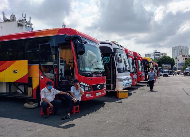Hoạt động vận chuyển hành khách hiện đang rất vắng khách và gặp nhiều khó khăn do ảnh hưởng của dịch Covid-19