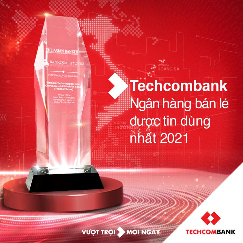 """Giải thưởng một lần nữa khẳng định các bước đi đúng đắn của Techcombank, khi kiên định thực thi chiến lược """"Khách hàng là trọng tâm"""" với tầm nhìn """"Chuyển đổi ngành tài chính, Nâng tầm giá trị sống""""."""