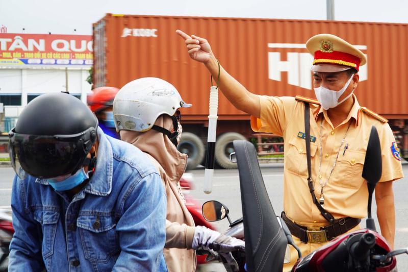 Người dân khó khăn trong đi lại khi Đồng Nai thực hiện quy định cách ly 21 ngày đối với người về/đến từ TP.HCM.