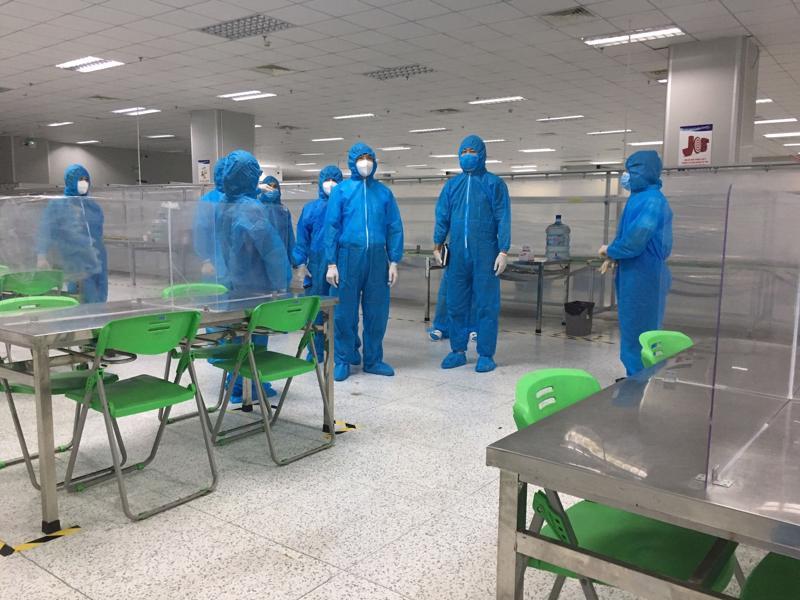 Kiểm tra nhà ăn cho công nhân tại Công ty AAC Technologies Việt Nam.