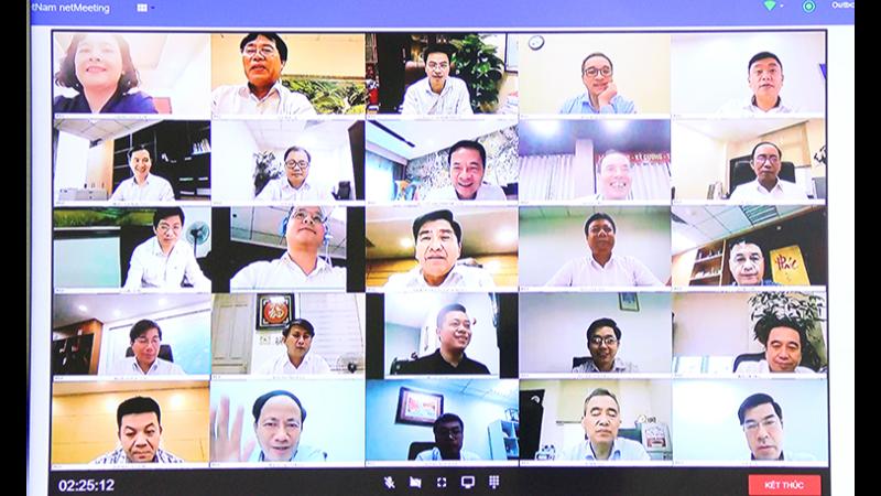 Bộ trưởng Nguyễn Mạnh Hùng chủ trì họp giao ban Lãnh đạo chủ chốt tuần 23/2021 trên nền tảng họp trực truyến.