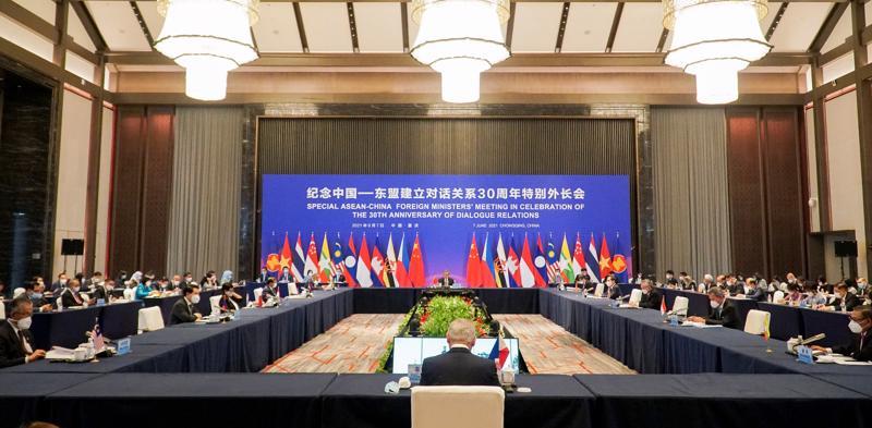Toàn cảnh Hội nghị đặc biệt Bộ trưởng Ngoại giao ASEAN - Trung Quốc tại thành phố Trùng Khánh, Trung Quốc - Ảnh: Bộ Ngoại giao
