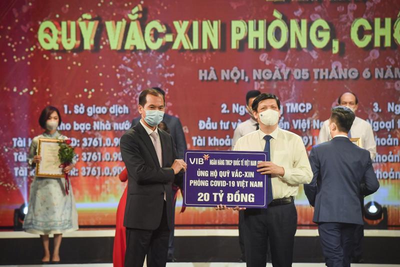 Từ khi đại dịch Covid-19 xuất hiện tại Việt Nam, VIB cũng là một trong các ngân hàng đầu tiên đưa ra gói hỗ trợ cho cả khoản vay hiện hữu và khoản vay mới, với mức lãi suất hỗ trợ lên đến 2,0%.