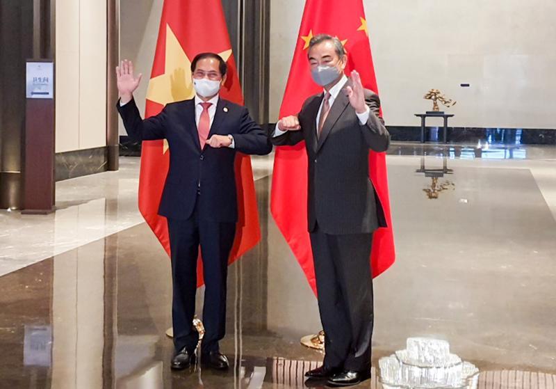Bộ trưởng Ngoại giao Bùi Thanh Sơn hội đàm với Bộ trưởng Ngoại giao Trung Quốc Vương Nghị - Ảnh: Bộ Ngoại giao