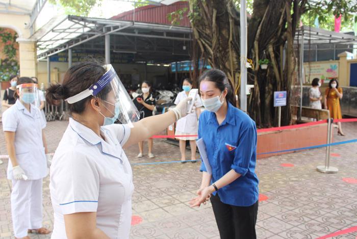 Diễn tập phương án tổ chức kỳ thi vào lớp 10 THPT tại quận Hoàng Mai.