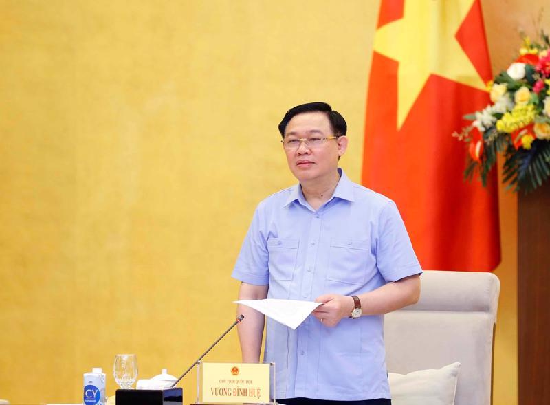 Chủ tịch Quốc hội Vương Đình Huệ phát biểu tại buổi làm việc - Ảnh :VGP/Nguyễn Hoàng