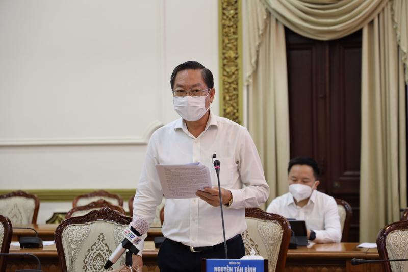 Giám đốc Sở Y tế Nguyễn Tấn Bỉnh thông tin về tình hình dịch bệnh tại cuộc họp sáng 14/6 (Ảnh Trung tâm báo chí TP.HCM).