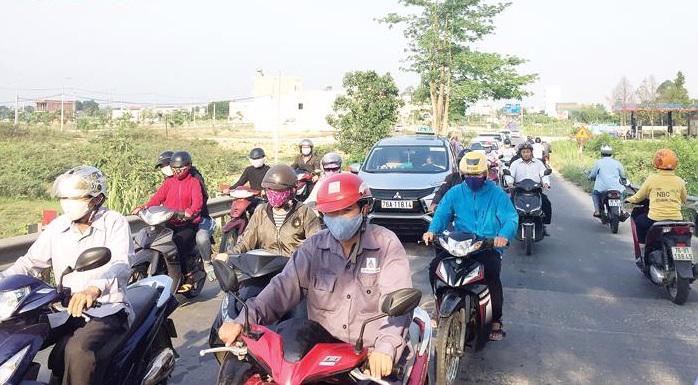 Phương tiện lưu thông trên tuyến Quốc lộ 24B, đoạn qua xã Tịnh Hà, huyện Sơn Tịnh, Quảng Ngãi