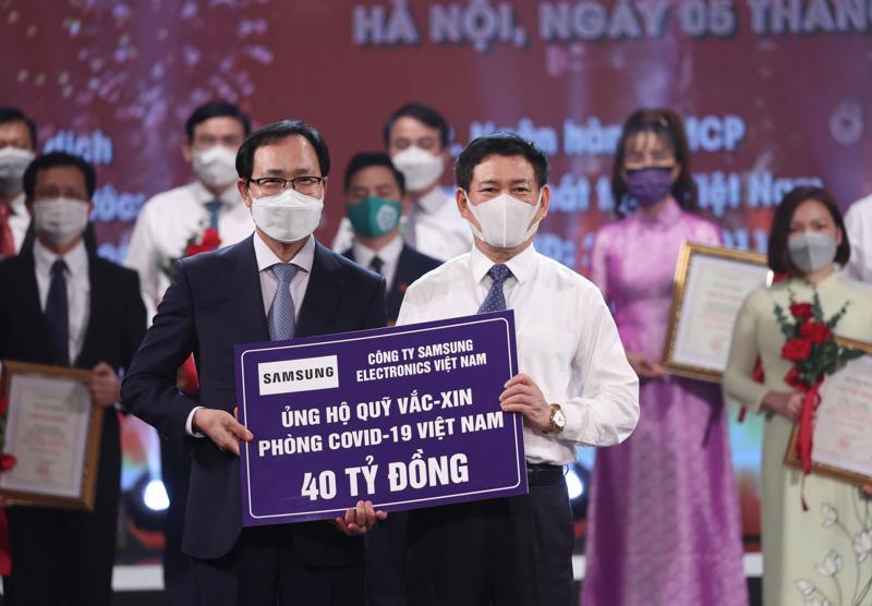 Samsung Việt Nam ủng hộ 40 tỷ đồng tại lễ ra mắt Qũy vaccine.