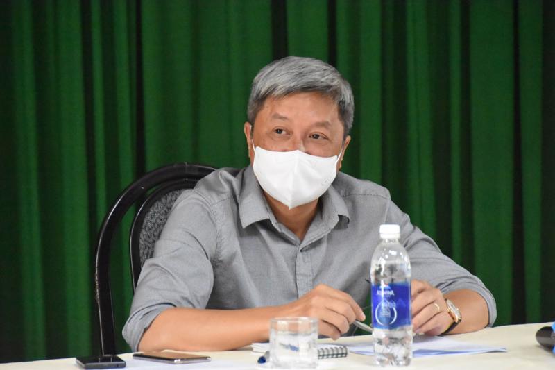 Thứ trưởng Bộ Y tế Nguyễn Trưởng Sơn chủ trì cuộc họp.