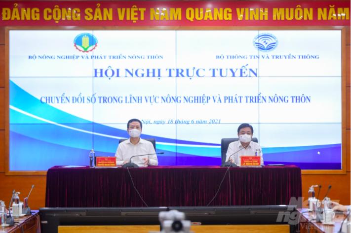 """Hội nghị trực tuyến """"Chuyển đổi số trong nông nghiệp và phát triển nông thôn"""" do hai bộ trưởng Lê Minh Hoan và Nguyễn Mạnh Hùng chủ trì."""
