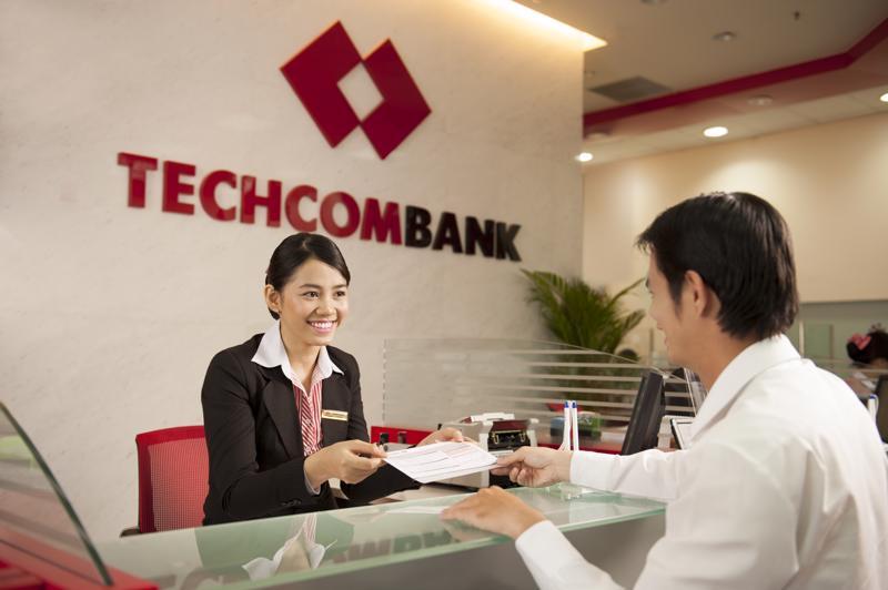 Techcombank miễn phí chuyển tiền vào Quỹ vaccine tại quầy lẫn online.